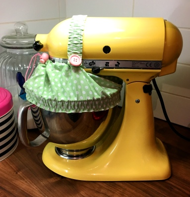 blog-yellow-kitchenaid-stand-mixer-guard-sugarbuttons
